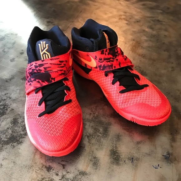 purchase cheap c7d9c 4fffd Nike Kyrie 2 Inferno Boys Size Youth 6.5